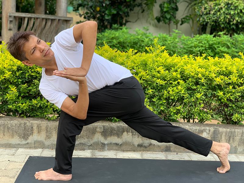 performyoga-bangalore-rakesh-Parivrtta Parsvakonasana Namaste
